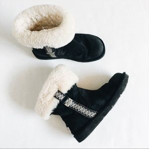 Ugg boots with fold over fur and embroider sides